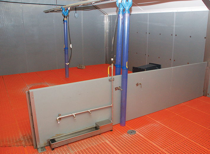 The use of modern materials, such as Paneltim pen divisions, enables the pens to be thoroughly cleaned between batches – particularly important for weaners
